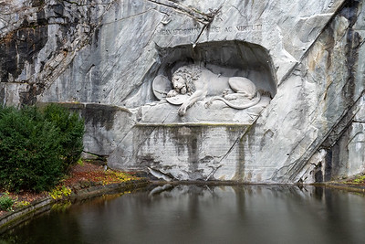 Lowendenkmal - the lion carved into the cliffside in Luzern.