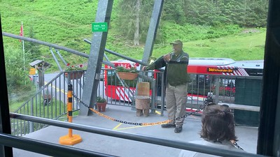 The gondola attendant at Kies gives us an imprompt concert.