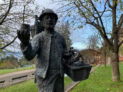 Röthlisberger statue 'di Zigermannli'.