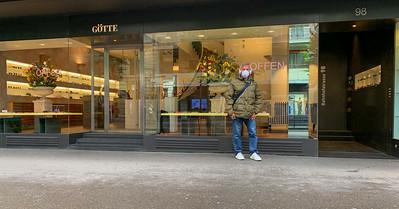 Shops reopen in Zurich.