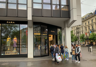 Shops reopen in Zurich.