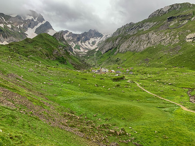 View of Metlisalp hut (and village) and up the valley to Rotsteinpass – the u-shaped snow-filled pass left of center. Its hut is visible at the ridge edge of that snow.