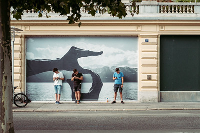 Kids playing on their smartphone in Vevey