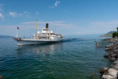 "The ""Vevey"", a paddlewheel ship, arrives in Vevey."