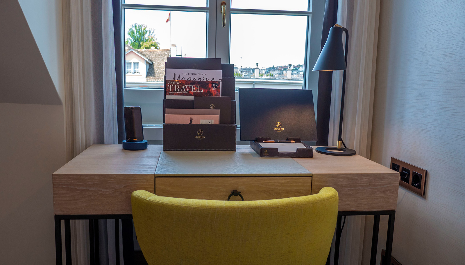 Hotel Storchen Zurich - the modern desk with smartphone and more.