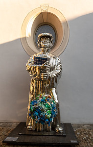 Zwingli statue created for 500th anniversary of the Reformation; this one poses questions about climate change and plastic waste.