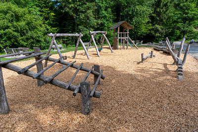 A delightful playground in the Uetliberg forest, in which all elements are made of wood.