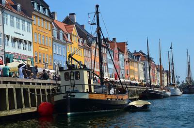 Tug Boat ay Nyhavn