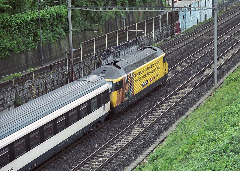 SBB 460.042 'Albis' still wears Western Union advertising branding as it rushes past Muttenz heading toward Basel SBB on 17 May 2007