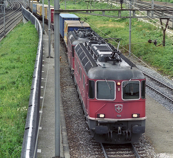 SBB Re6/6 11648 'Aigle' and Re4/4ii 11333 arrive at Muttenz having collected another liner service from Weil am Rhein on 17 May 2007