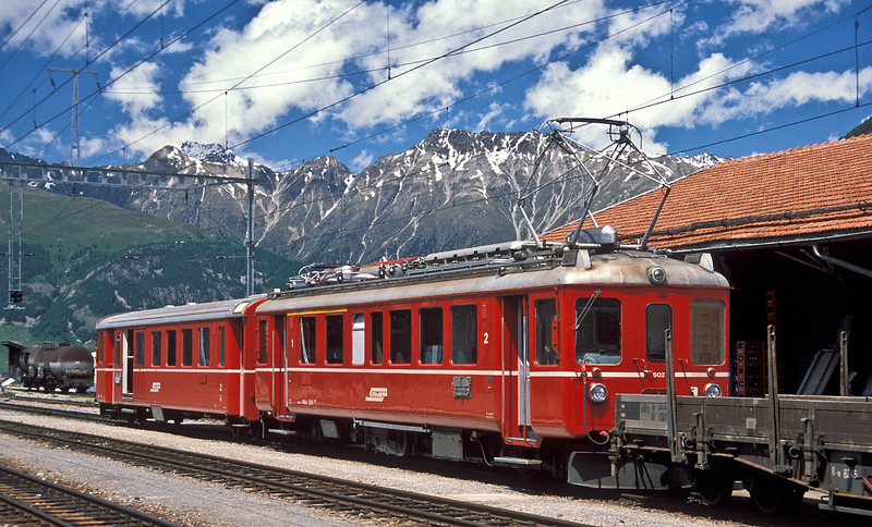 RhB ABe4/4 502 (working on the main system overhead power) has arrived at Pontresina on 2 July 1988. Pontresina is wired with both systems, the AC of the main system and the DC of the Berninabahn