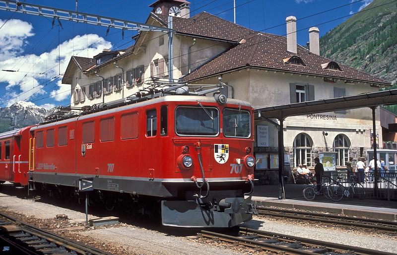 RhB Ge6/6 II 707 'Scuol' arrives at Pontresina on 2 July 1988