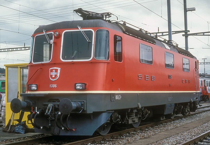 A representative from Lausanne depot's large allocation of Re4/4ii locos, 11306 was chosen to be part of the Swiss 150 celebrations at Lausanne on 14 June 1997