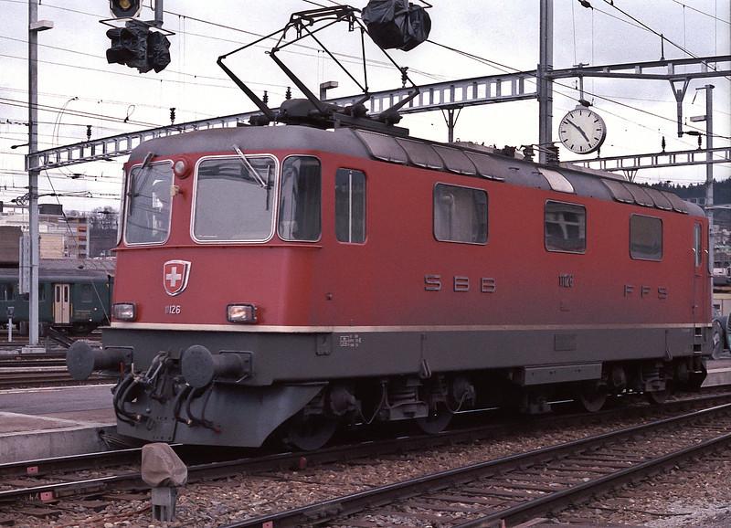SBB Re4/4ii is at Luzern on 7 July 1988