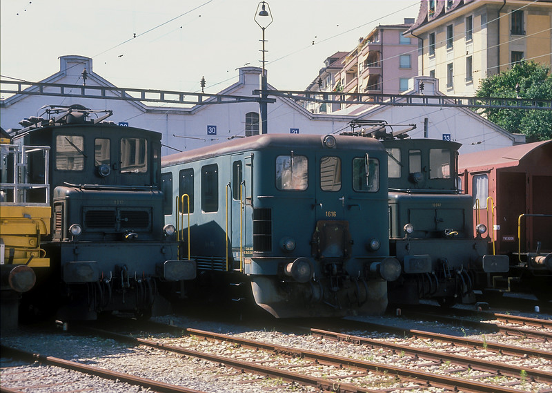 Sitting around the turntable at the back of Lausanne depot on 9 July 1988 were Ae4/7 11017 and 10941 either side of Be4/4 1616