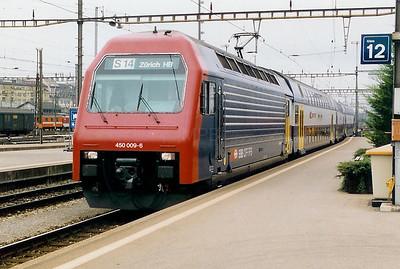 450 009 at Zurich HBF on 18th September 1999