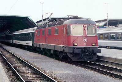 11602 at Zurich HBF on 25th March 2002