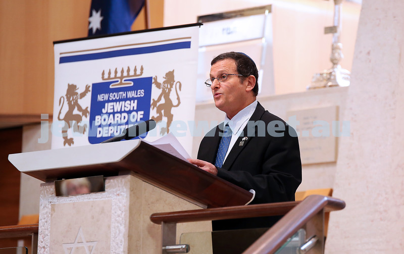 Israeli Ambassador Shmuel Ben Shmuel speaks to the 1500 people at Central Synagogue in Sydney supporting Israel. Photo: noel kessel.
