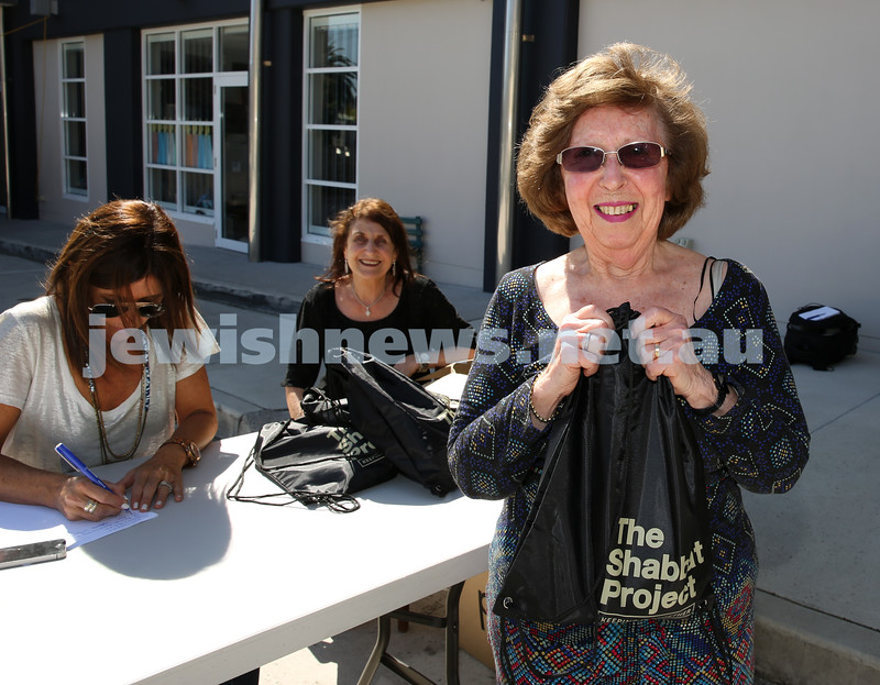 Members of the community collect Their Shabbat Project Show Bags from Moriah Preschool. Liliane Lewis.