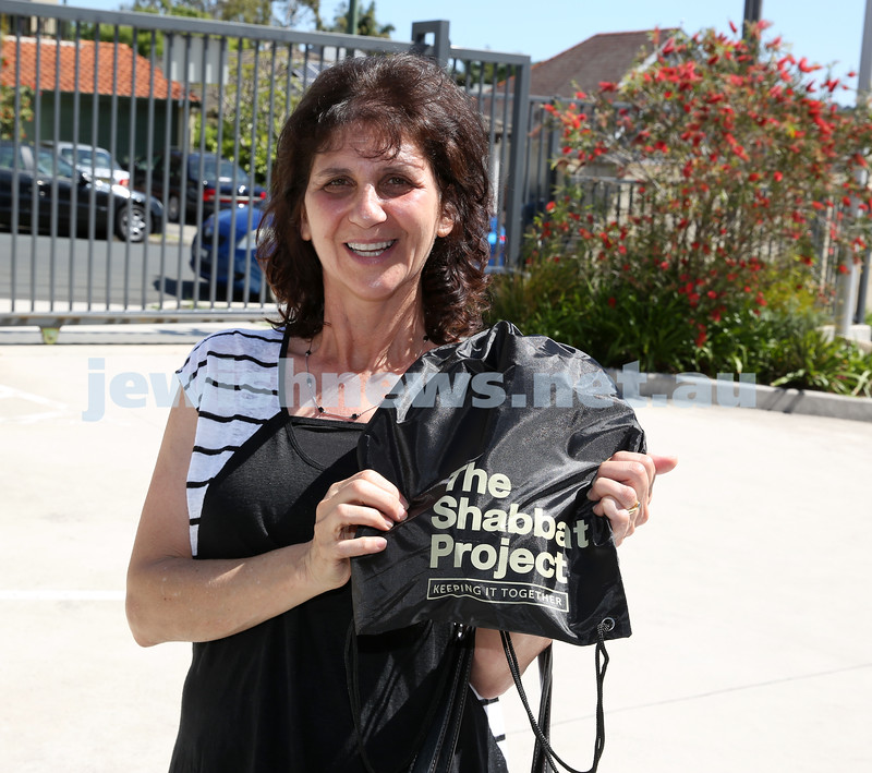 Members of the community collect Their Shabbat Project Show Bags from Moriah Preschool. Shamara Lurie.
