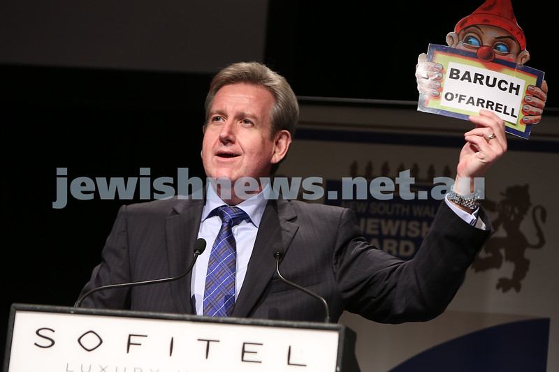 "Sydney Premier Barry O'farrel holding up name card of ""Baruch O'Farrel"". photo: Giselle Haber."