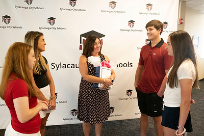 Sylacauga High School Student council members prepared a gift bag for new Superintendent Dr. Michele Eller.  Gracyn Brooks - Secretary, Lacey Wood - President, Superindendent Dr. Michele Eller, Jonas Scofield - External Vice President, Lily Frances Price - Internal Vice President