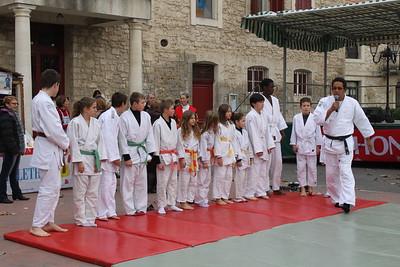 Amicale judo club club d'Eyragues - Alex DORIAC et ses élèves