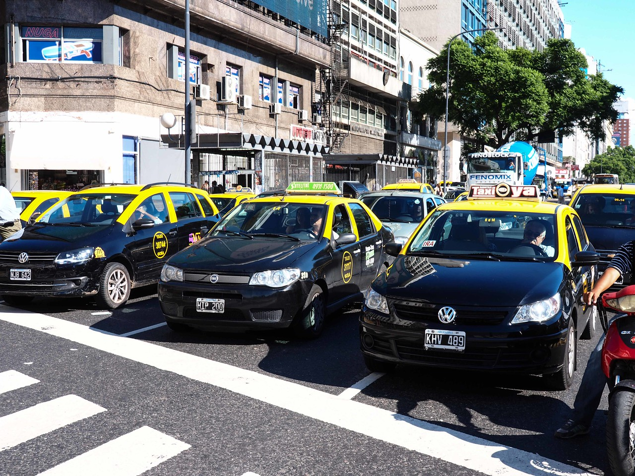 Taxis on Avenida 9 de Julio (9th of July)