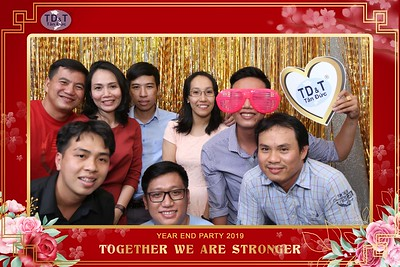 TD-T-Year-End-Party-2019-at-Non-La-Restaurant-instant-print-photo-booth-Chup-hinh-lay-lien-Tiec-Tat-Nien-2019-WefieBox-Photobooth-Vietnam-069