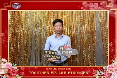 TD-T-Year-End-Party-2019-at-Non-La-Restaurant-instant-print-photo-booth-Chup-hinh-lay-lien-Tiec-Tat-Nien-2019-WefieBox-Photobooth-Vietnam-078