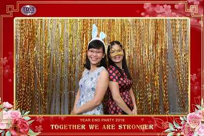 TD-T-Year-End-Party-2019-at-Non-La-Restaurant-instant-print-photo-booth-Chup-hinh-lay-lien-Tiec-Tat-Nien-2019-WefieBox-Photobooth-Vietnam-077