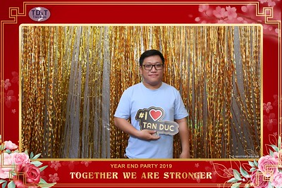 TD-T-Year-End-Party-2019-at-Non-La-Restaurant-instant-print-photo-booth-Chup-hinh-lay-lien-Tiec-Tat-Nien-2019-WefieBox-Photobooth-Vietnam-081