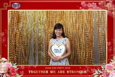 TD-T-Year-End-Party-2019-at-Non-La-Restaurant-instant-print-photo-booth-Chup-hinh-lay-lien-Tiec-Tat-Nien-2019-WefieBox-Photobooth-Vietnam-079