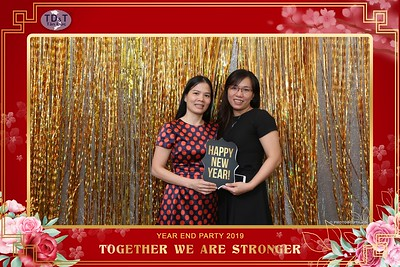 TD-T-Year-End-Party-2019-at-Non-La-Restaurant-instant-print-photo-booth-Chup-hinh-lay-lien-Tiec-Tat-Nien-2019-WefieBox-Photobooth-Vietnam-065