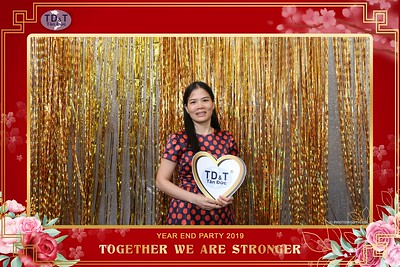 TD-T-Year-End-Party-2019-at-Non-La-Restaurant-instant-print-photo-booth-Chup-hinh-lay-lien-Tiec-Tat-Nien-2019-WefieBox-Photobooth-Vietnam-080