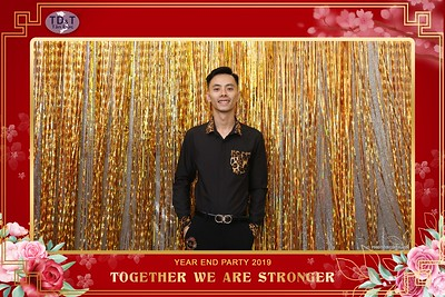 TD-T-Year-End-Party-2019-at-Non-La-Restaurant-instant-print-photo-booth-Chup-hinh-lay-lien-Tiec-Tat-Nien-2019-WefieBox-Photobooth-Vietnam-062