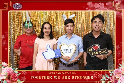 TD-T-Year-End-Party-2019-at-Non-La-Restaurant-instant-print-photo-booth-Chup-hinh-lay-lien-Tiec-Tat-Nien-2019-WefieBox-Photobooth-Vietnam-073