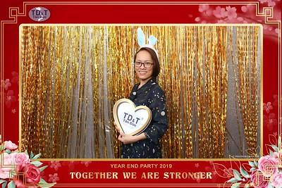 TD-T-Year-End-Party-2019-at-Non-La-Restaurant-instant-print-photo-booth-Chup-hinh-lay-lien-Tiec-Tat-Nien-2019-WefieBox-Photobooth-Vietnam-085