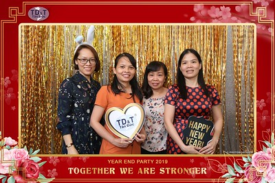 TD-T-Year-End-Party-2019-at-Non-La-Restaurant-instant-print-photo-booth-Chup-hinh-lay-lien-Tiec-Tat-Nien-2019-WefieBox-Photobooth-Vietnam-082