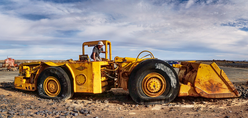 Broken Hill - Gotta Flat - Derelict Bulldozer
