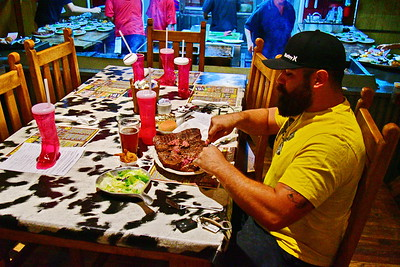 Texan from Laredo attempts to eat a 72 oz steak