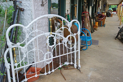 Iron_bed_porch