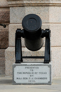 Texas Capitol Howitzer Cannon at the front entrance
