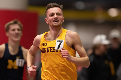 Minnesota Golden Gophers distance runners in action at the ISU Classic in Ames, Iowa on February 8, 2019.  Photo © Wesley Winterink.