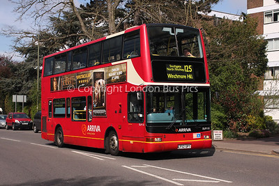 Route 125 - DLP110, LF52UPT, Arriva London North