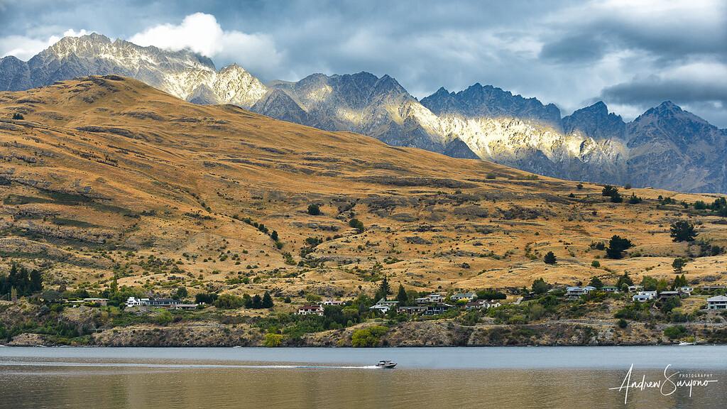 QTOWN04 - Speeding Boat at Lake Wakatipu