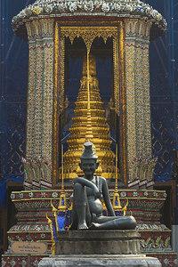 Bangkok Wat Phra Kaew Shrine
