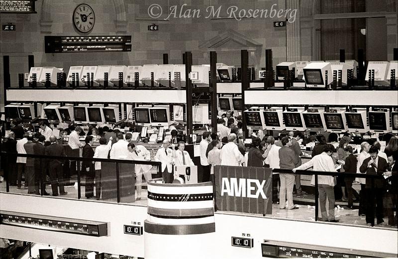 The new mezzanine trading floor is now opened Nov. 29, 1982