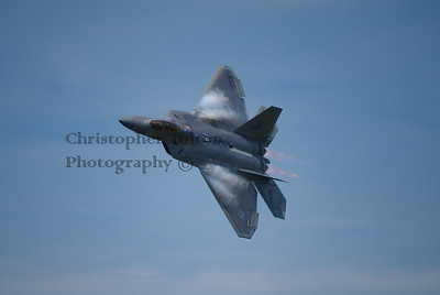 F-22 IN AFTERBURNER TURN