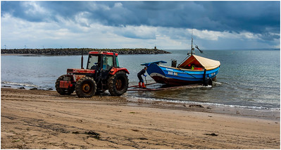 THE 'BEACH' TRACTOR TAKES OVER AND THE LOAD IS BALANCED